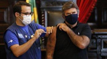 Com 67 anos, Fux tomou vacina no Museu da Justiça