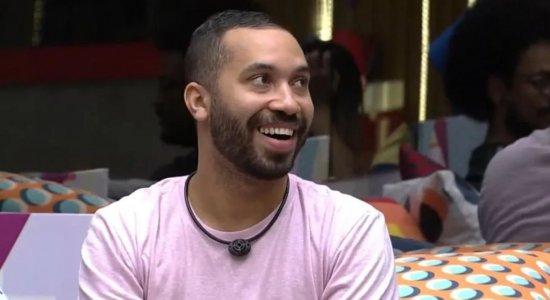 Gil conta quando foi a rua 'Má Fama', em Caruaru.