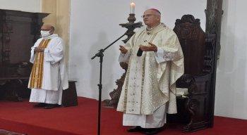Arcebispo de Olinda e Recife, Dom Fernando Saburido, durante missa de Páscoa deste domingo (4)