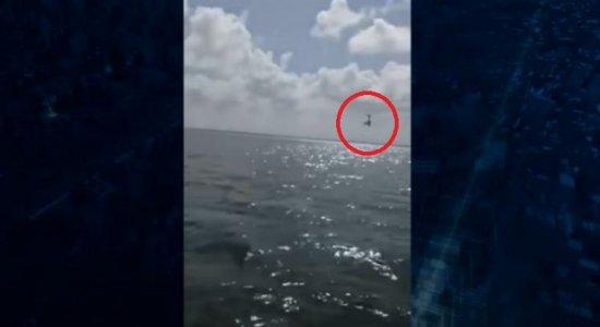 Avião cai no mar e chá-revelação termina em tragédia no México; veja vídeo