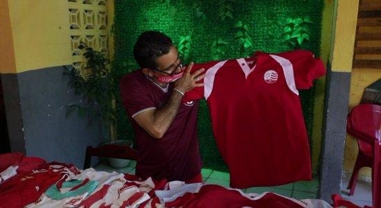 Conheça o torcedor que usa a camisa do Náutico nos 365 dias do ano e faz aniversário junto com o clube