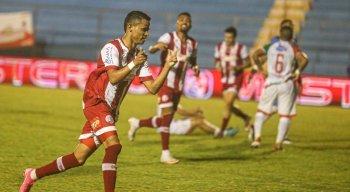 Erick marcou dois gols na vitória do Náutico diante do Salgueiro