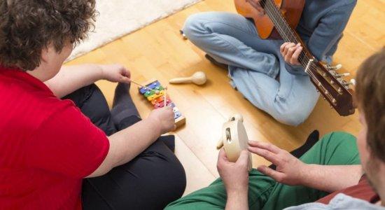 Consultório explica os benefícios da musicoterapia para a saúde.
