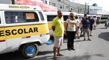 Os manifestantes cobraram auxílio por parte da Prefeitura do Recife e também a vacinação.