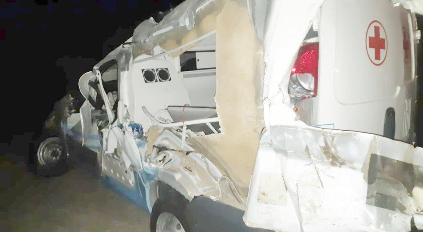 Acidente envolveu caminhão e ambulância