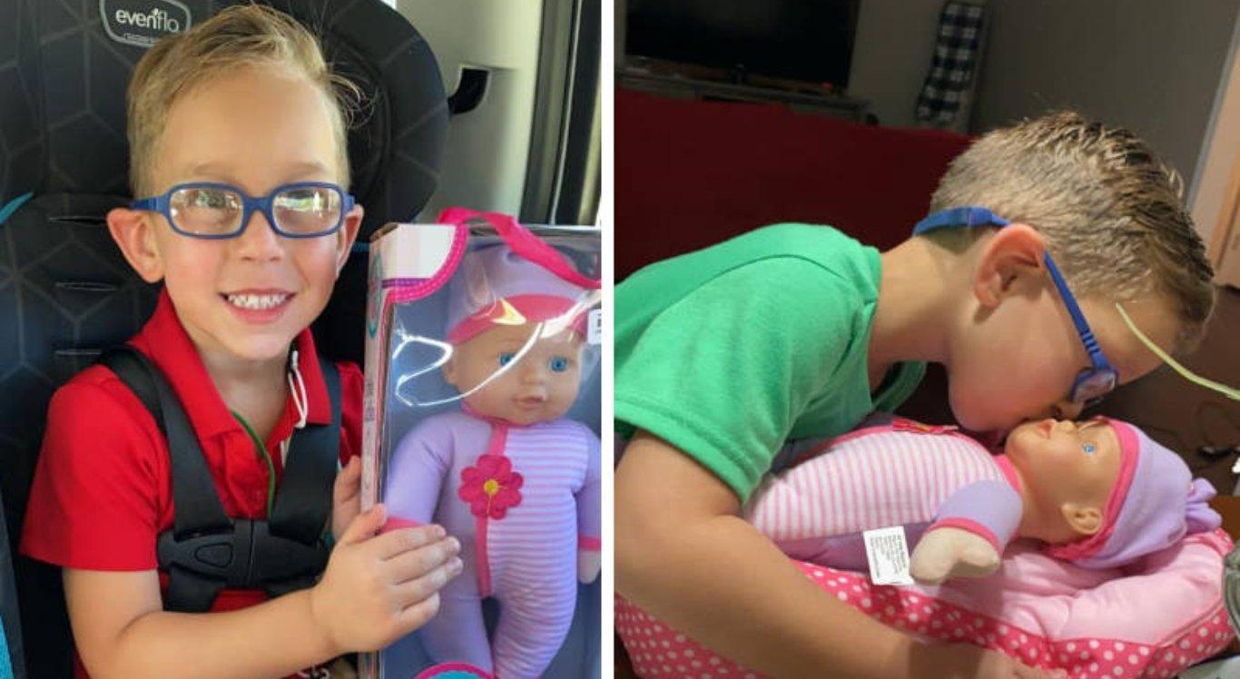 O menino pediu de presente uma boneca