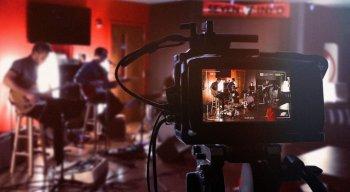 Shows online levam música e animação para quem está em casa.