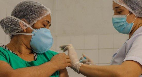 Covid-19: Ministro anuncia dose de reforço para profissionais de saúde