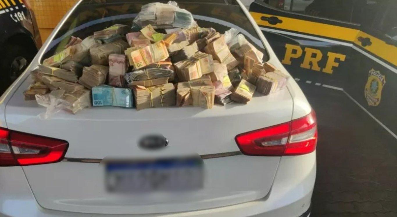 Polícia encontra mais de R$ 1 milhão dentro de carro