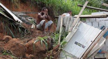 José Cláudio é mais um dos recifenses que perde tudo em mais um desastre nas barreiras da capital pernambucana