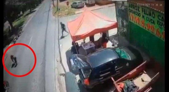Mãe e filho foram atropelados por moto