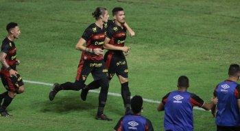 Adryelson abriu o placar para o Sport diante do Vitória