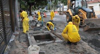 Moradores do bairro da Tamarineira, na Zona Norte do Recife, questionam obras feitas em calçadas