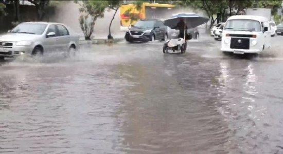 Pontos de alagamento ainda atrapalham rotina de motoristas, moradores e comerciantes do Recife