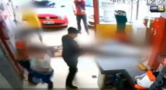 O caso aconteceu em um mercadinho na Rua Emílio Monteiro Fonseca.