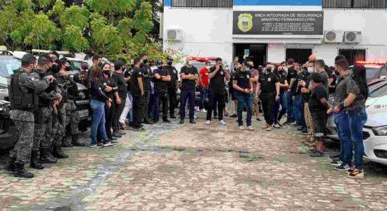 Delegados e policiais prestam homenagem a Anderson Liberato