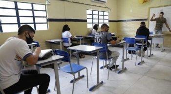 Escolas da rede estadual de Pernambuco retomam aulas presenciais; greve dos professores continua