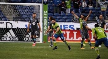 João Paulo, ex-meia do Santa Cruz, marcou um golaço na estreia do Seattle Sounders na MLS 2021