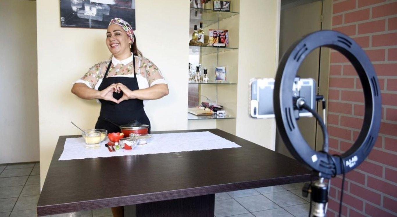 "Jacira Santana, mãe do participante Gil, do ""BBB 21"""
