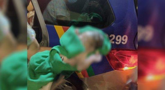 Bebê nasce dentro de viatura da Polícia Militar, em frente a maternidade no Recife