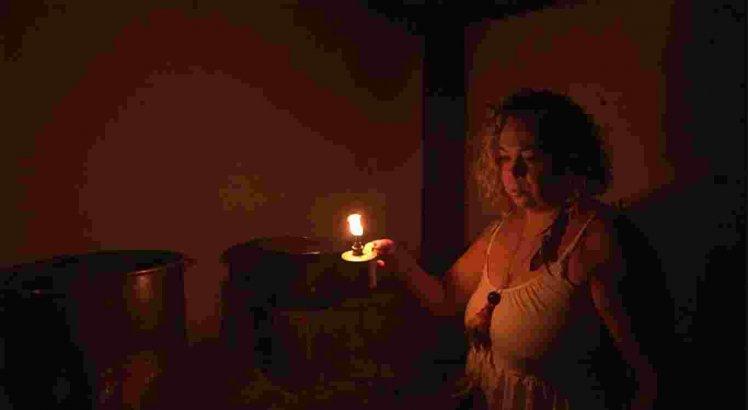 Cantora caruaruense Riáh lança curta-clipe