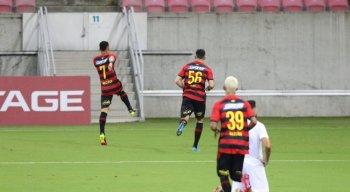 Neilton comemora o primeiro gol dele no Sport.