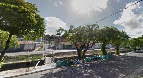 Corpo de homem é encontrado dentro de canal em Jaboatão dos Guararapes