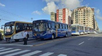 Manifestação de Rodoviários, na Ponte Duarte Coelho, pede vacinação contra covid-19
