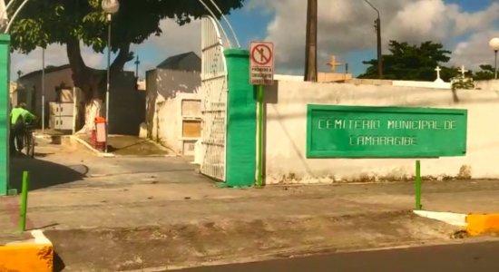 Cemitério de Camaragibe: família peregrina com corpo por falta de vaga