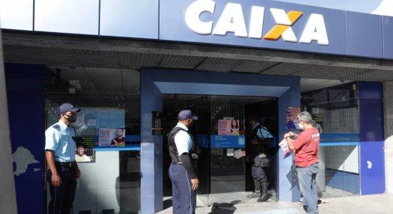 Paralisação dos funcionários da Caixa Econômica provoca corrida às agências no Grande Recife