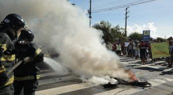 O ato acontece no cruzamento com a Rua Odorico Mendes.