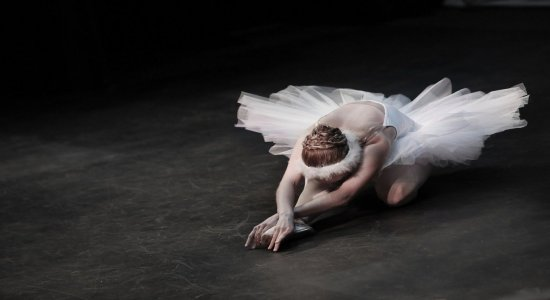 'No passo do outro': No Dia Internacional da Dança, bailarinos realizam ação solidária em sinais de trânsito