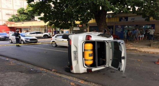 Mulher é morta na Zona Norte do Recife e, na fuga, suspeitos capotam carro
