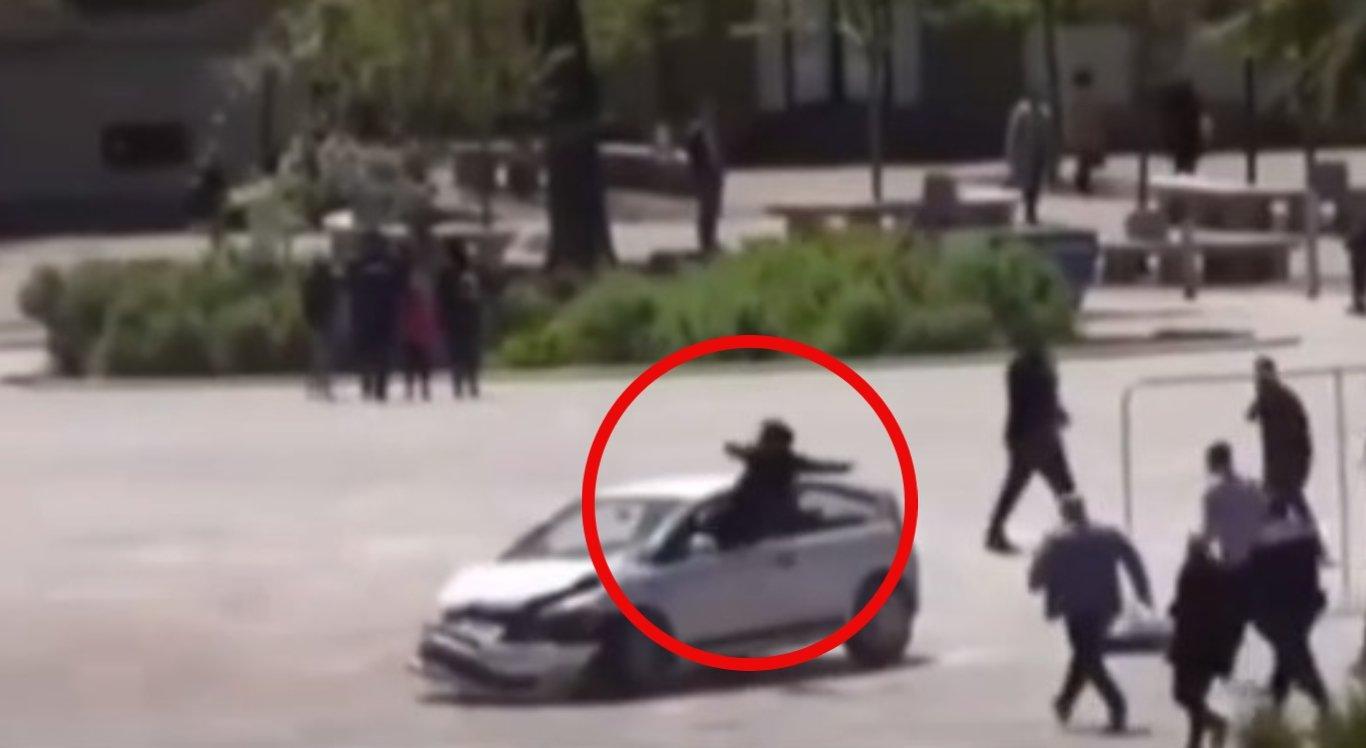 O homem impediu o atropelamento em massa em Tirana, capital da Albânia