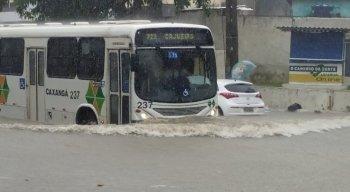 Avenida Beberibe ficou alagada