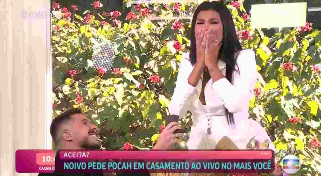 Pocah é pedida em casamento
