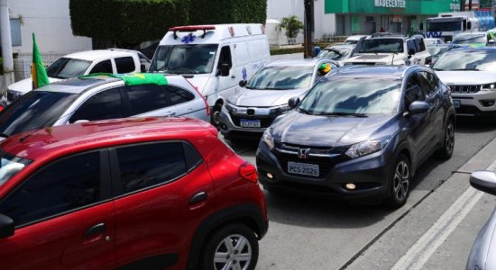 Manifestação pró-Bolsonaro dificulta trânsito na Av. Mascarenhas de Morais, no Recife
