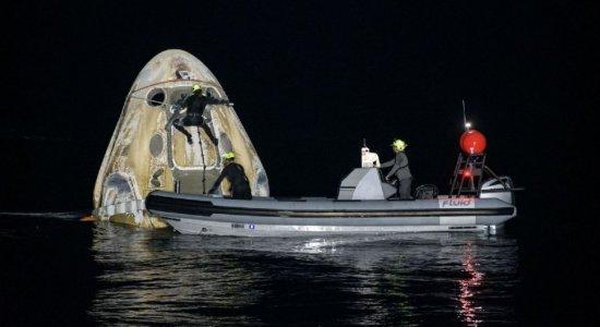 Astronautas da missão da SpaceX e Nasa voltam à Terra; veja as imagens