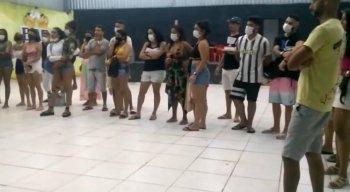 Participantes de festa clandestina