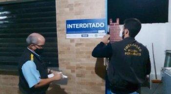 Na sexta-feira, o Procon Pernambuco também interditou um campo society em Muribequinha, também em Jaboatão. Foi a segunda vez que o estabelecimento foi alvo de fiscalização.