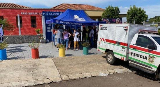 Jovem que atacou creche em Santa Catarina recebe alta de hospital e é levado para presídio
