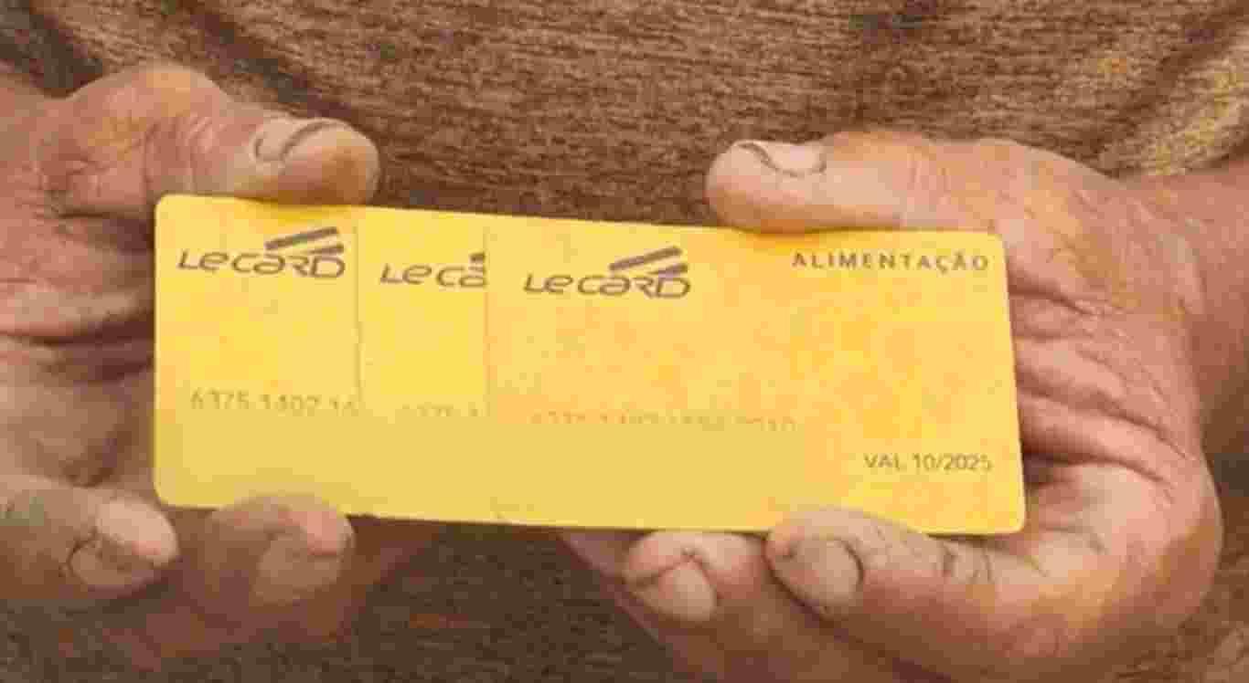 Família se alimenta de umbus por causa de atraso no pagamento do cartão alimentação