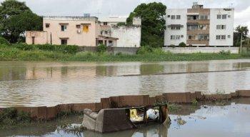 Canal do Fragoso mais uma vez transbordou trazendo muitos transtornos