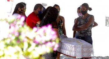 Doméstica morta por choque elétrico é enterrada e Prefeita de Olinda se justifica por atraso