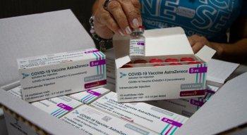 Mais 165,1 mil doses de vacinas da Astrazeneca/Fiocruz chegam a Pernambuco