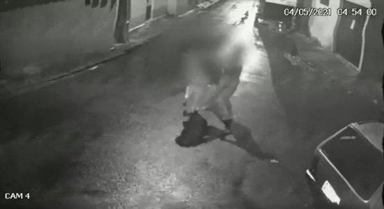 Vídeo: Técnica de enfermagem sofre tentativa de assalto no Recife e entra em luta corporal com suspeita
