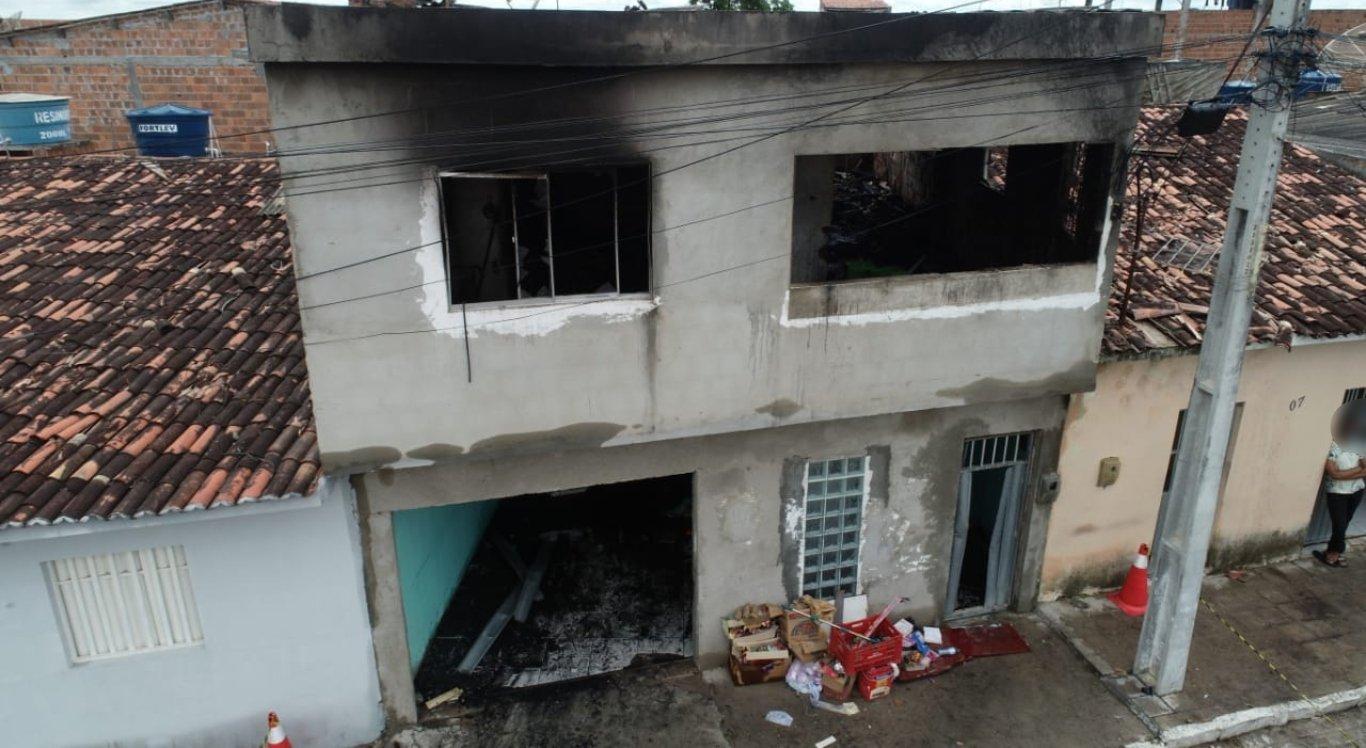 Casa ficou completamente destruída após incêndio