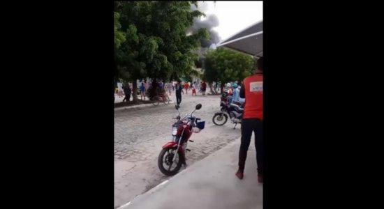 Explosão em depósito de fogos de artifício deixa pessoas feridas, em Lajedo, no Agreste de Pernambuco