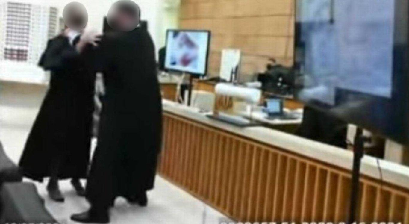 """Advogado """"esgana"""" colega durante julgamento e imagens viralizam"""