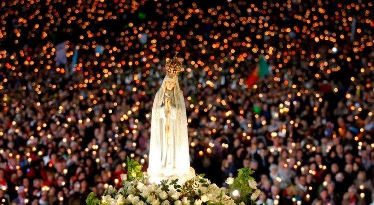 Procissão luminosa de Nossa Senhora de Fátima